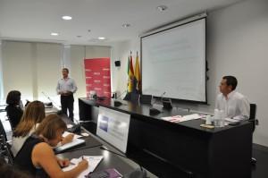 Esteban Fernández impartiendo el curso en Algeciras.