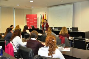 Amparo Bou impartiendo el curso en Algeciras.